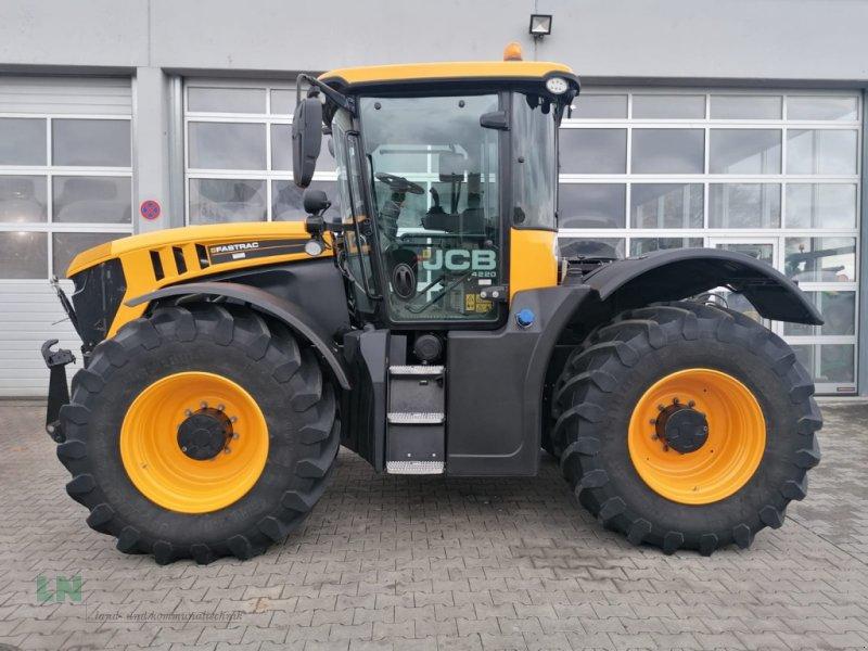 Traktor a típus JCB Fastrac 4220, Gebrauchtmaschine ekkor: Eggenfelden (Kép 1)