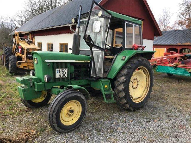 Traktor des Typs John Deere 2130 TRAKTOR, Gebrauchtmaschine in  (Bild 1)