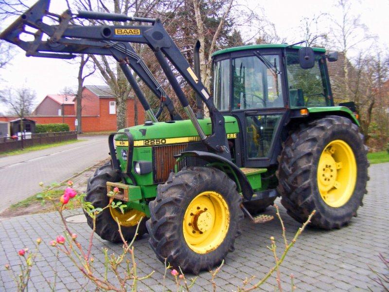 Traktor des Typs John Deere 2250 Frontlader+Niedrigkabine, Gebrauchtmaschine in Kutenholz (Bild 1)