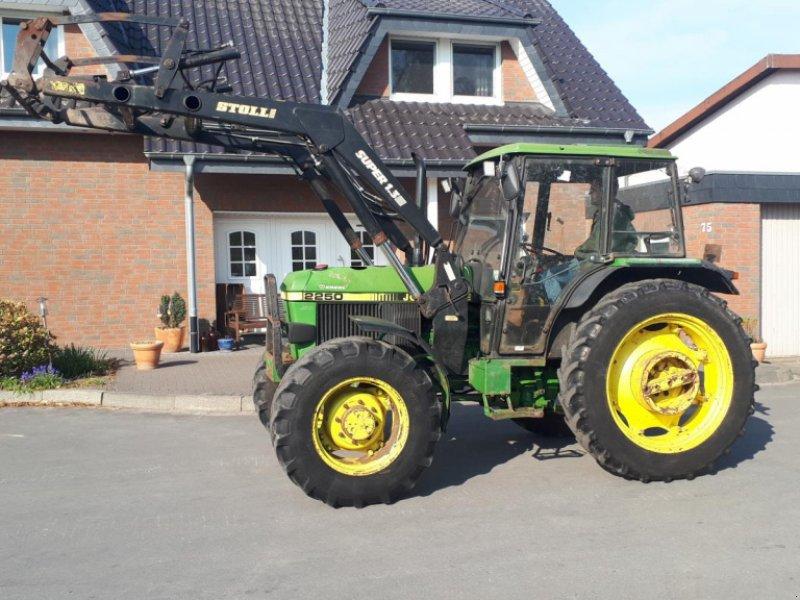Traktor des Typs John Deere 2250 mit Frontlader, Gebrauchtmaschine in Rheda-Wiedenbrück (Bild 1)
