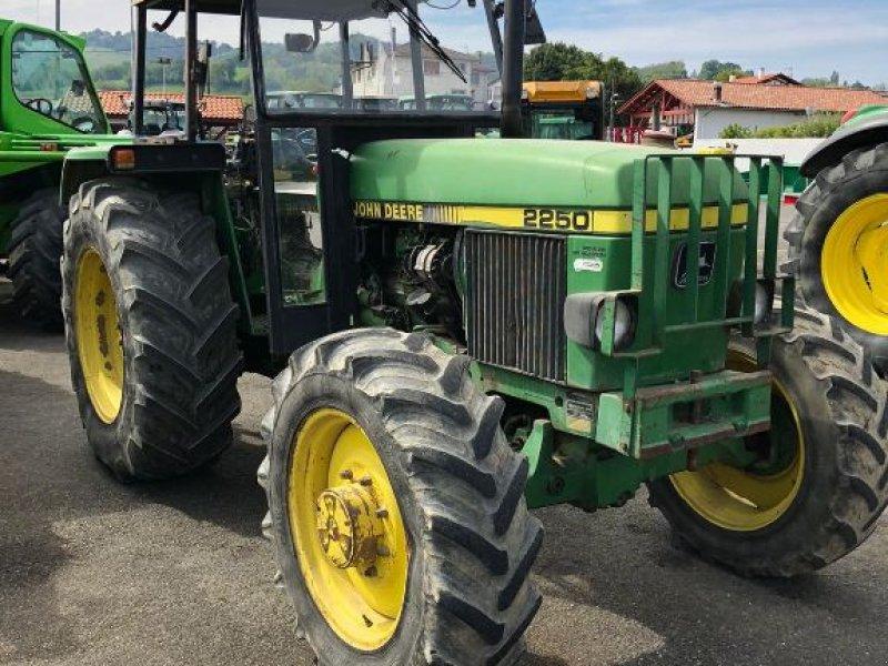 Traktor типа John Deere 2250, Gebrauchtmaschine в SAINT PALAIS  (Фотография 1)