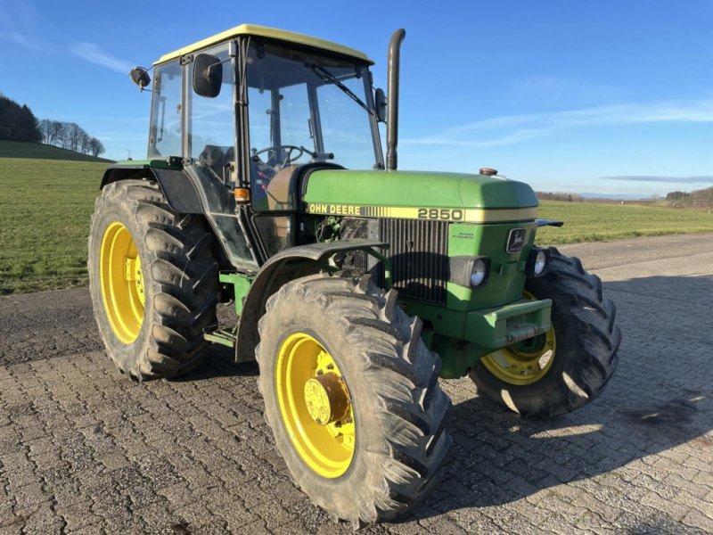 Traktor des Typs John Deere 2850, Gebrauchtmaschine in Steinau  (Bild 2)