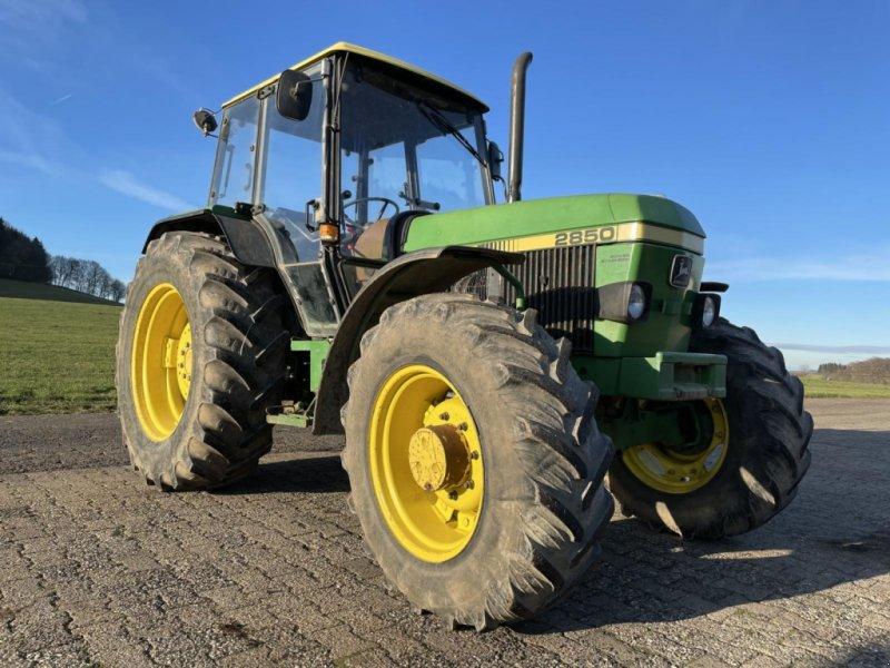Traktor des Typs John Deere 2850, Gebrauchtmaschine in Steinau  (Bild 1)