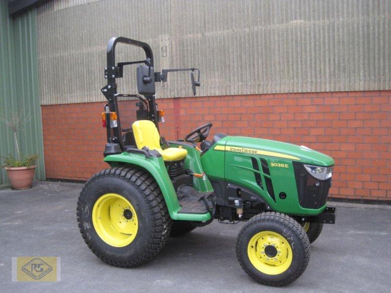 Traktor des Typs John Deere 3038 E, Vorführmaschine in Beelen (Bild 1)