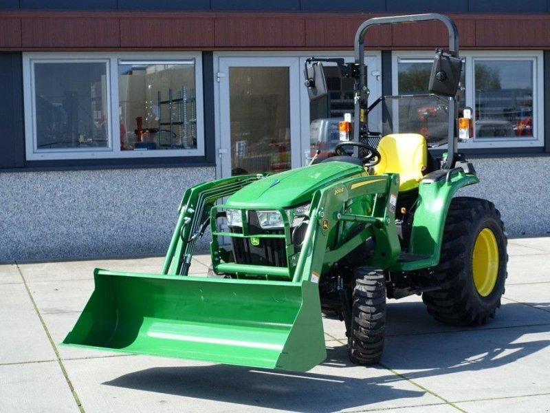 Traktor des Typs John Deere 3038e 4wd HST / 0001 Draaiuren / Voorlader, Gebrauchtmaschine in Swifterband (Bild 1)