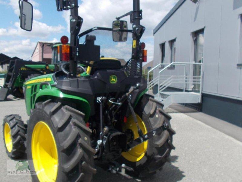 Traktor des Typs John Deere 3038E, Neumaschine in Steinwiesen-Neufang (Bild 5)