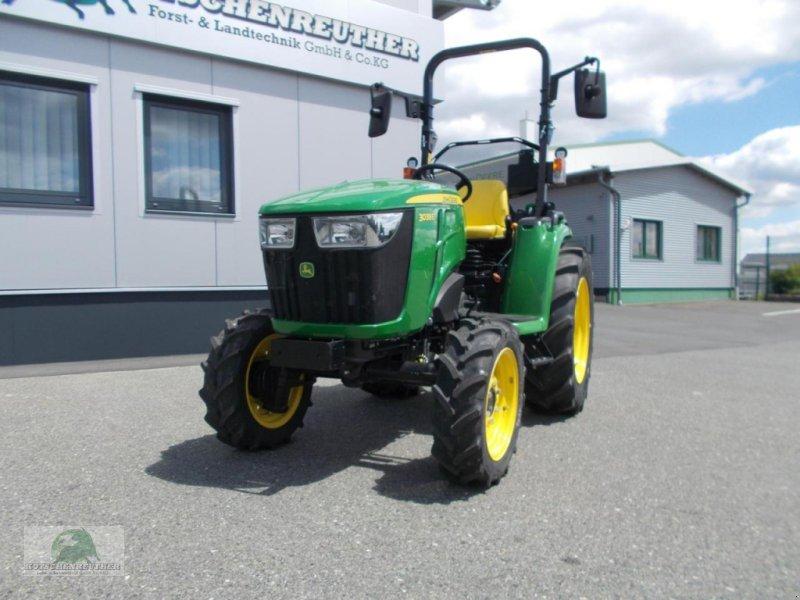 Traktor des Typs John Deere 3038E, Neumaschine in Steinwiesen-Neufang (Bild 3)
