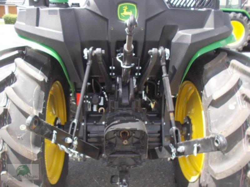 Traktor des Typs John Deere 3038E, Neumaschine in Steinwiesen-Neufang (Bild 6)