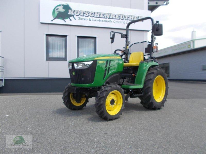 Traktor des Typs John Deere 3038E, Neumaschine in Steinwiesen-Neufang (Bild 2)