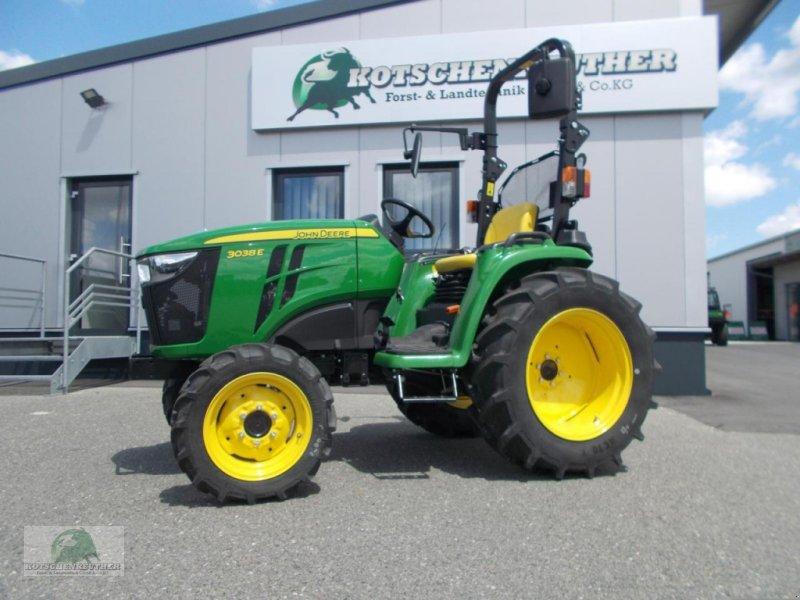 Traktor des Typs John Deere 3038E, Neumaschine in Steinwiesen-Neufang (Bild 1)