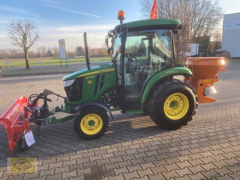Traktor des Typs John Deere 3045R, Vorführmaschine in Beelen (Bild 1)