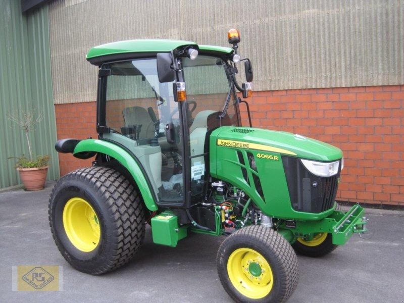 Traktor des Typs John Deere 4066R, Vorführmaschine in Beelen (Bild 1)