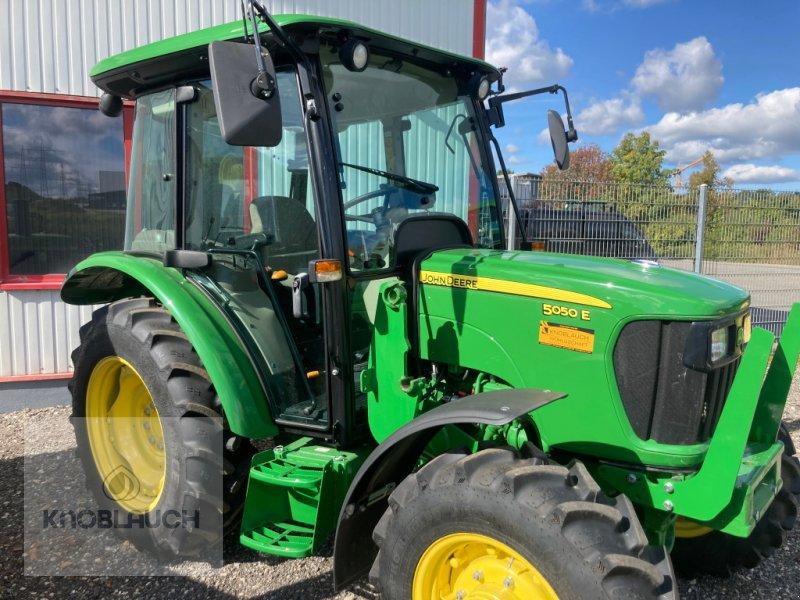 Traktor типа John Deere 5050 E, Gebrauchtmaschine в Stockach (Фотография 1)