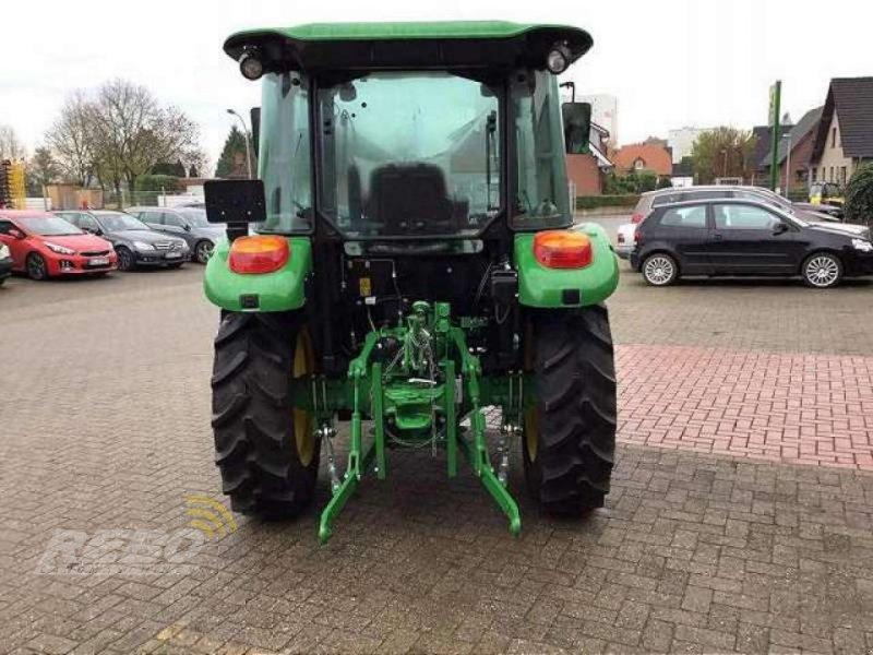 Traktor des Typs John Deere 5050E ABGASSTUFE III, Neumaschine in Visbek-Rechterfeld (Bild 4)