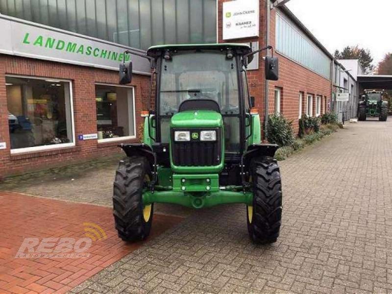 Traktor des Typs John Deere 5050E ABGASSTUFE III, Neumaschine in Visbek-Rechterfeld (Bild 2)