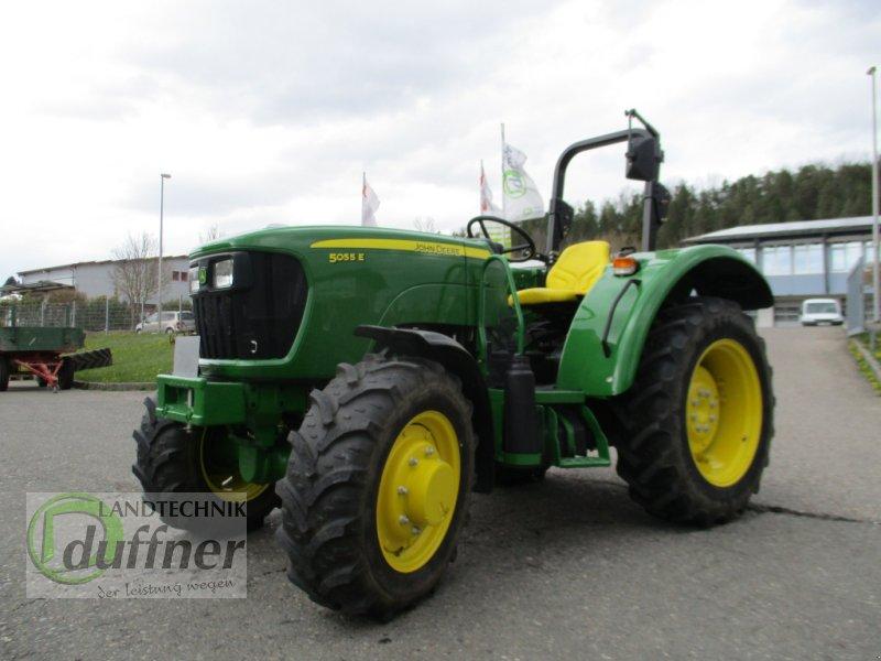 Traktor des Typs John Deere 5055 E, Gebrauchtmaschine in Münsingen (Bild 1)