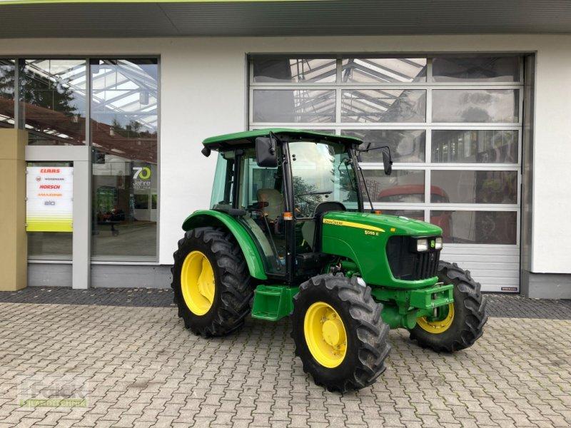 Traktor des Typs John Deere 5055 E, Gebrauchtmaschine in Reinheim (Bild 1)