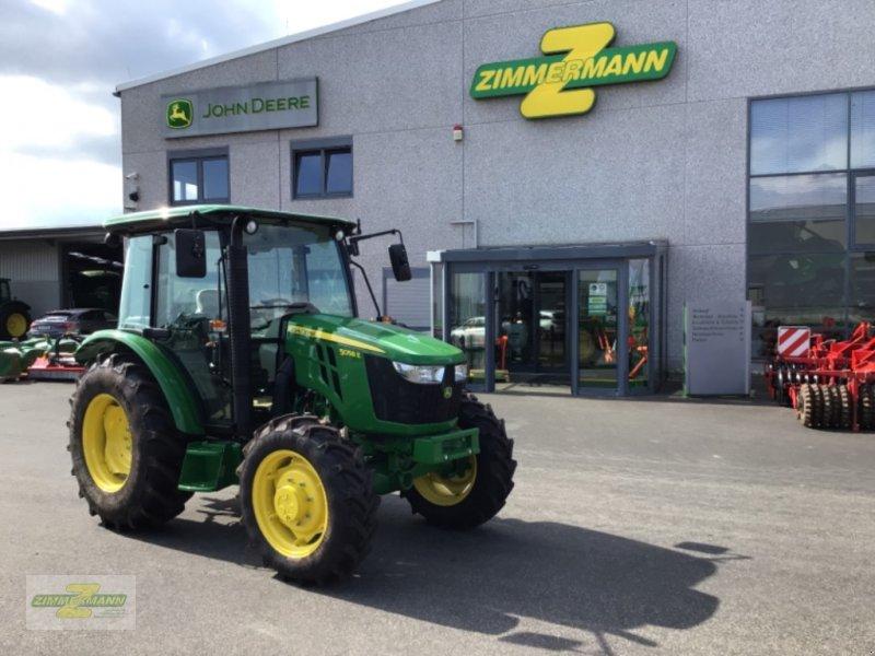 Traktor типа John Deere 5058 E, Neumaschine в Euskirchen (Фотография 1)