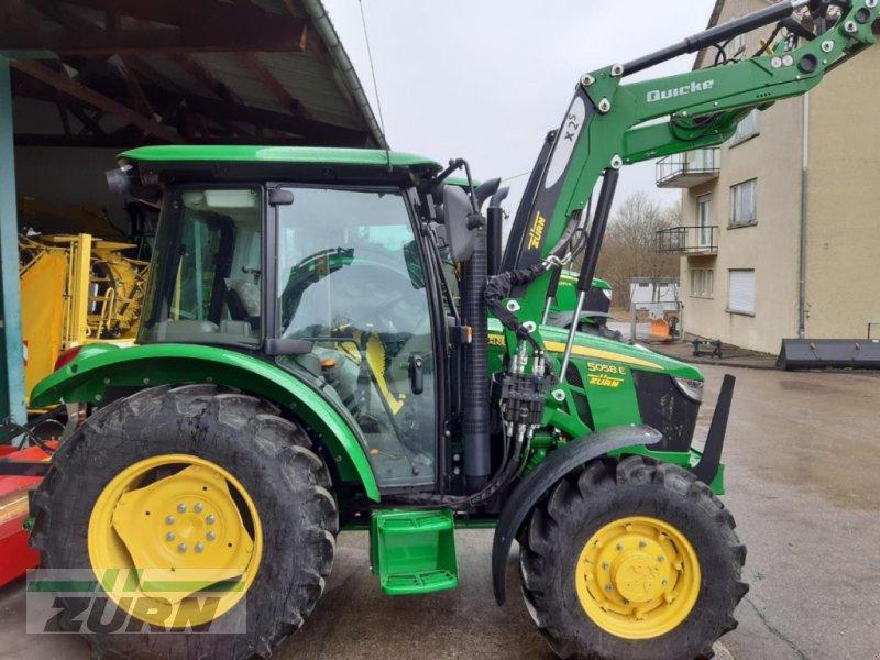 Traktor typu John Deere 5058E + Frontlader, Neumaschine w Aalen-Attenhofen (Zdjęcie 1)