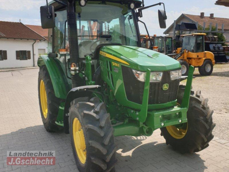 Traktor des Typs John Deere 5058E, Neumaschine in Mühldorf (Bild 1)