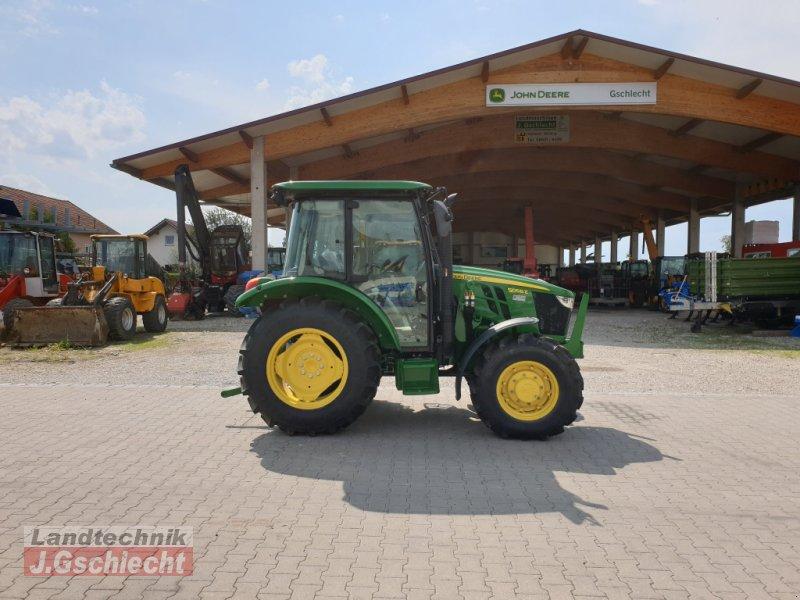 Traktor des Typs John Deere 5058E, Neumaschine in Mühldorf (Bild 2)