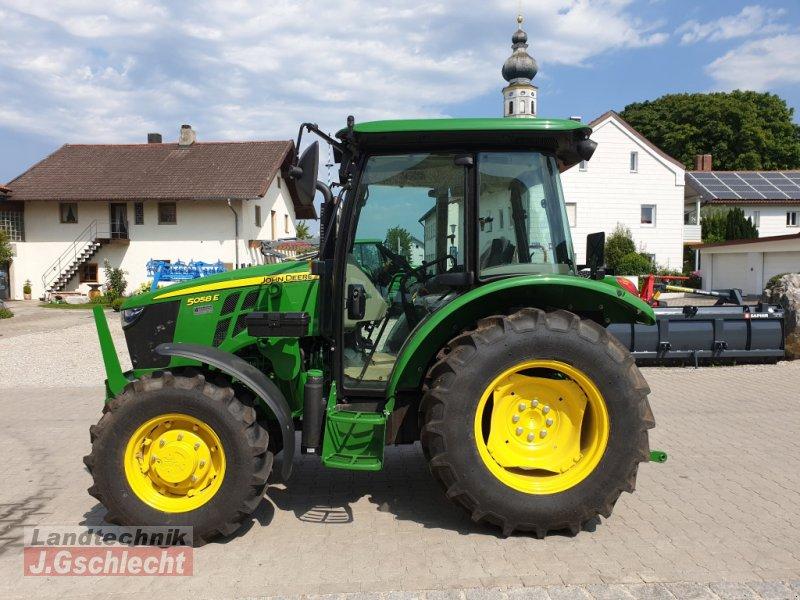 Traktor des Typs John Deere 5058E, Neumaschine in Mühldorf (Bild 3)