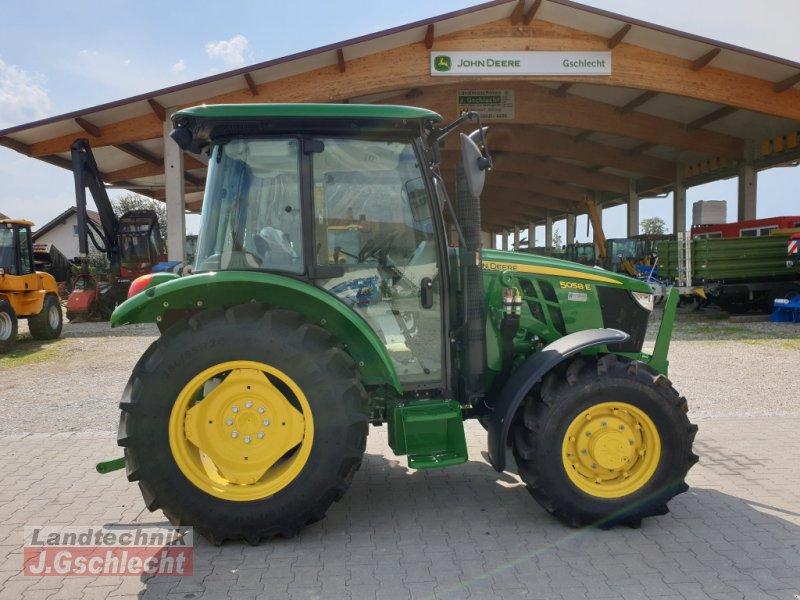 Traktor des Typs John Deere 5058E, Neumaschine in Mühldorf (Bild 4)