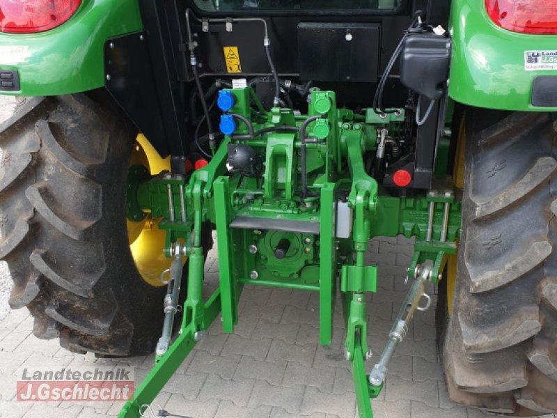Traktor des Typs John Deere 5058E, Neumaschine in Mühldorf (Bild 8)