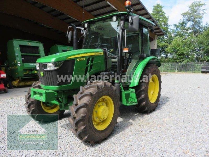 Traktor des Typs John Deere 5058E, Neumaschine in Hofkirchen (Bild 1)