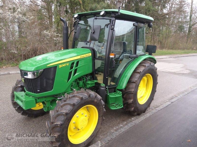 Traktor типа John Deere 5067 E, Neumaschine в Höhenkirchen-Siegertsbrunn (Фотография 1)
