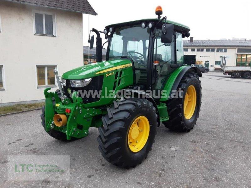 Traktor des Typs John Deere 5067 E, Gebrauchtmaschine in Kirchdorf (Bild 1)