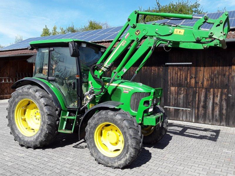 Traktor des Typs John Deere 5070 M, Gebrauchtmaschine in Bad Füssing (Bild 1)
