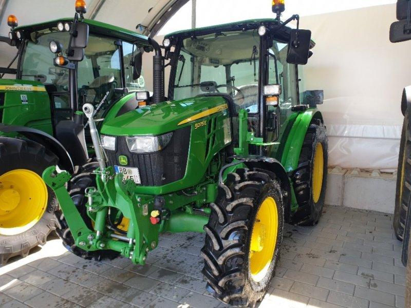 Traktor типа John Deere 5075 E, Gebrauchtmaschine в Herrenberg (Фотография 1)