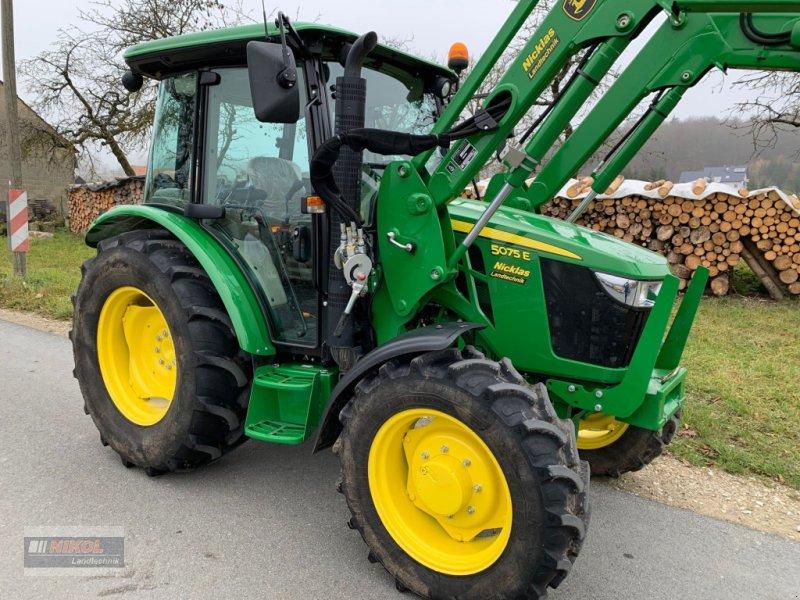 Traktor des Typs John Deere 5075 E, Gebrauchtmaschine in Lichtenfels (Bild 1)