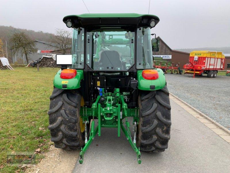 Traktor des Typs John Deere 5075 E, Gebrauchtmaschine in Lichtenfels (Bild 4)