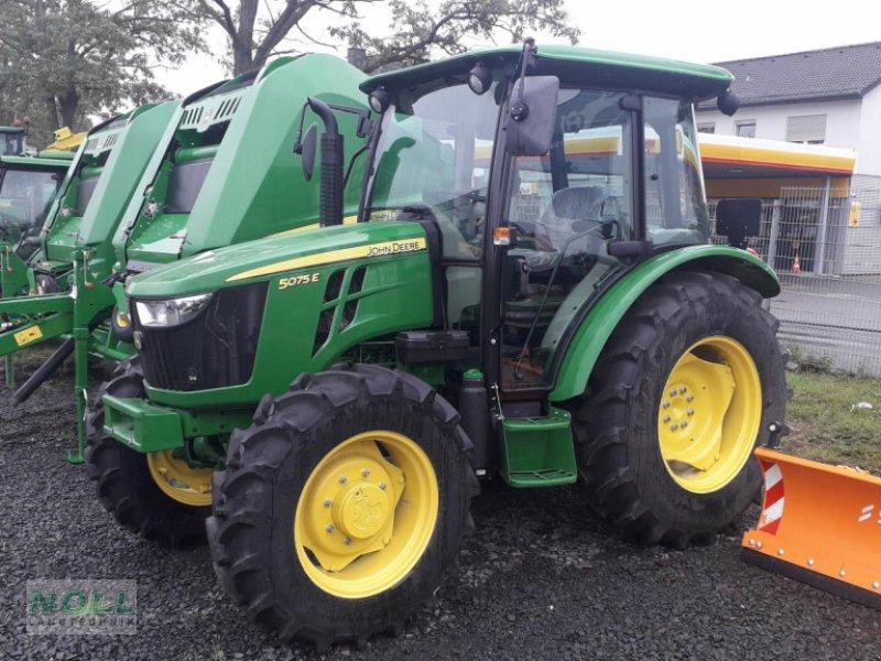 Traktor des Typs John Deere 5075E, Neumaschine in Limburg (Bild 1)