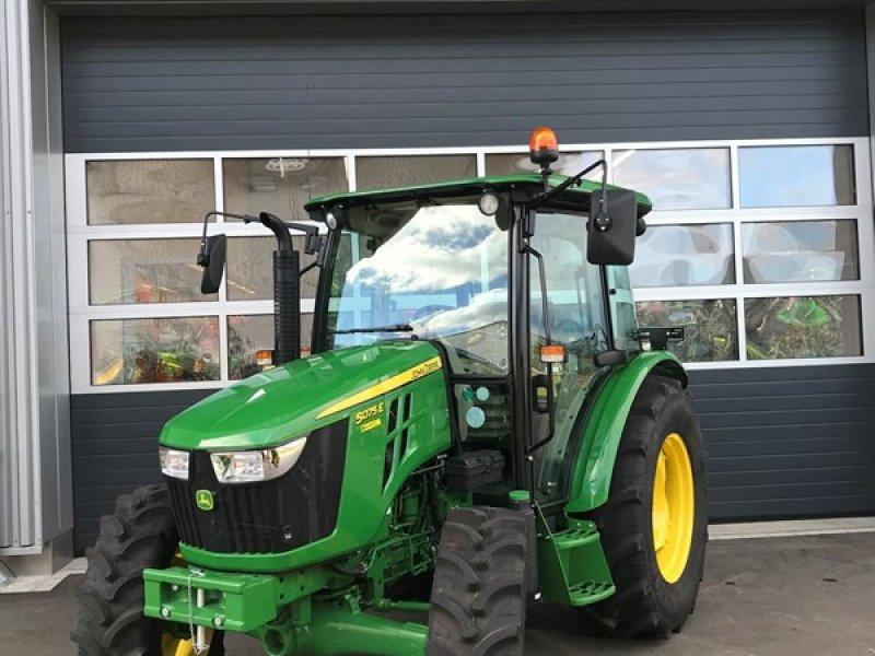 Traktor des Typs John Deere 5075E, Ausstellungsmaschine in Henau (Bild 1)