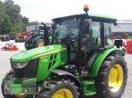 Traktor des Typs John Deere 5075E in Siegenburg