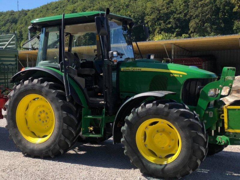 Traktor des Typs John Deere 5080 R, Gebrauchtmaschine in Velburg (Bild 1)