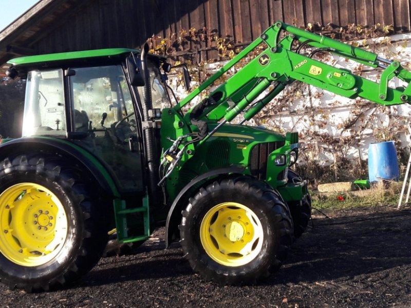 Traktor des Typs John Deere 5080 R, Gebrauchtmaschine in Schöllnach (Bild 1)
