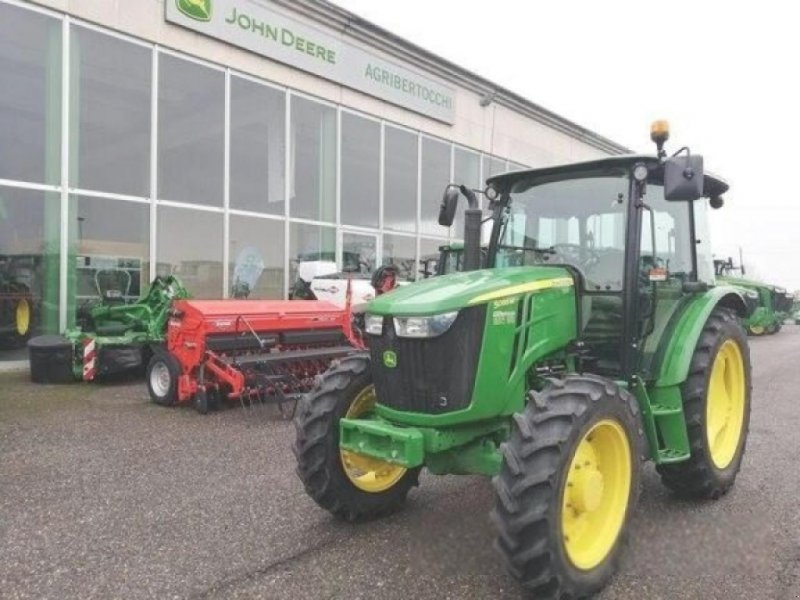 Traktor типа John Deere 5085m, Gebrauchtmaschine в ORZIVECCHI (Фотография 1)