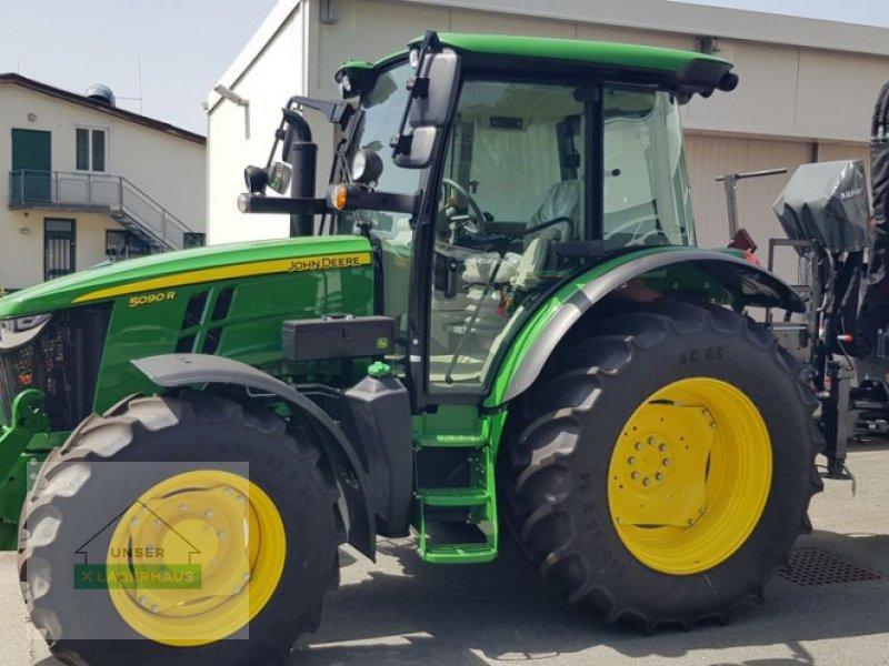 Traktor des Typs John Deere 5090R, Vorführmaschine in Wies (Bild 1)
