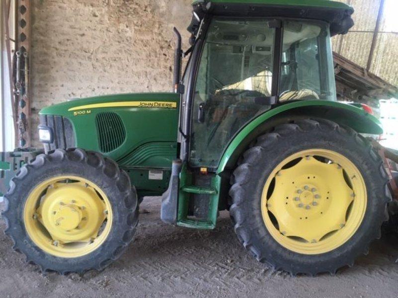 Traktor des Typs John Deere 5100 M, Gebrauchtmaschine in ARLES (Bild 1)
