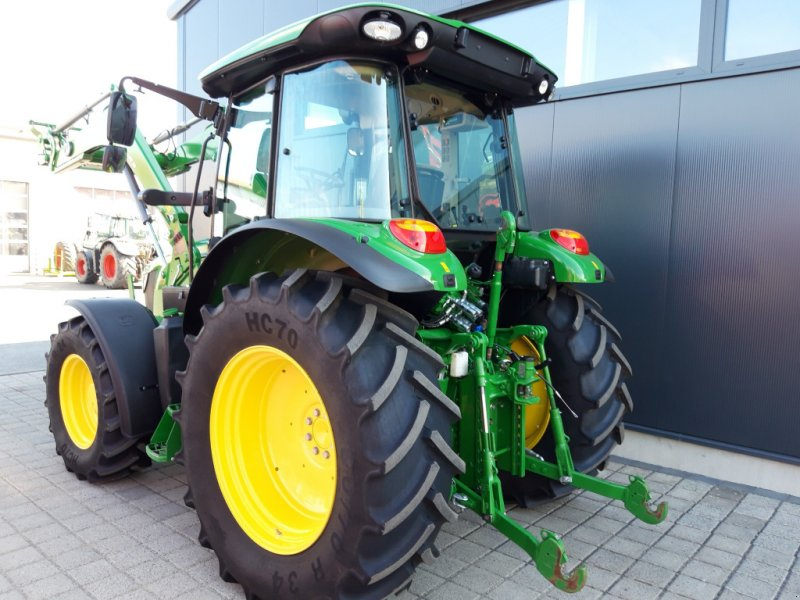 Traktor des Typs John Deere 5100 R Command8, Gebrauchtmaschine in Wülfershausen an der Saale (Bild 3)