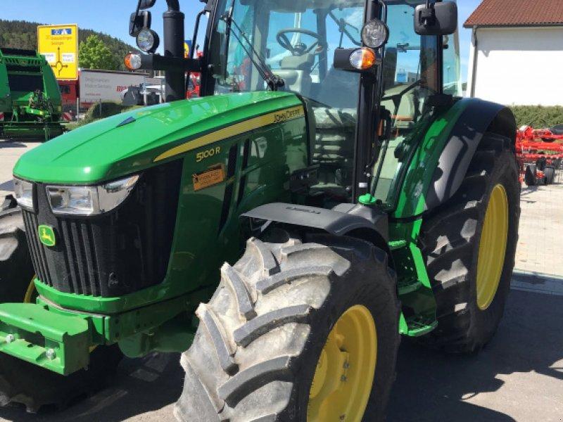 Traktor des Typs John Deere 5100 R, Neumaschine in Ravensburg (Bild 1)