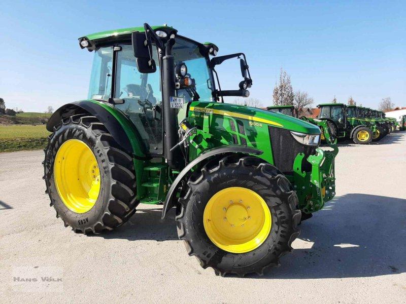 Traktor des Typs John Deere 5100 R, Neumaschine in Antdorf (Bild 1)