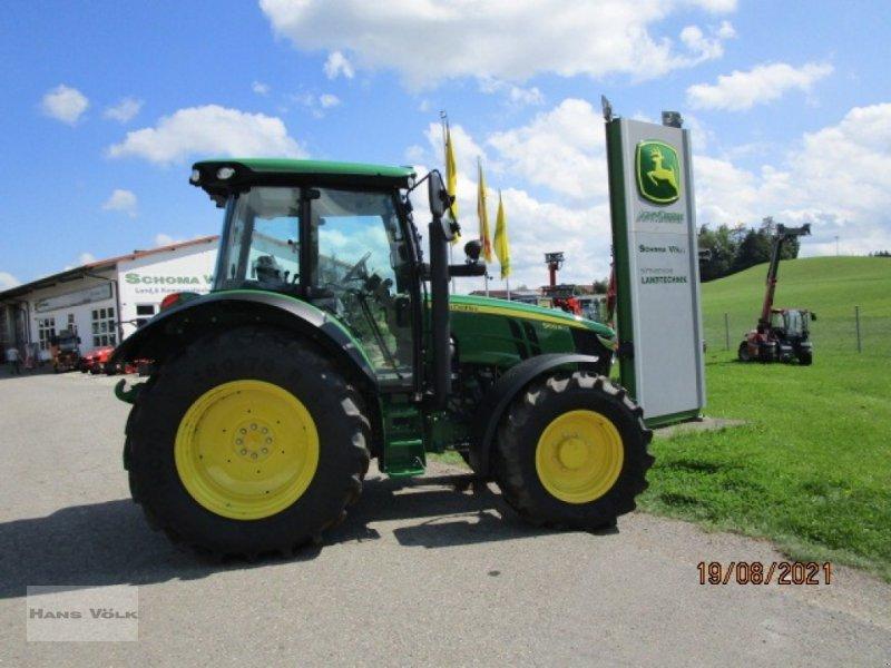 Traktor des Typs John Deere 5100 R, Neumaschine in Soyen (Bild 1)