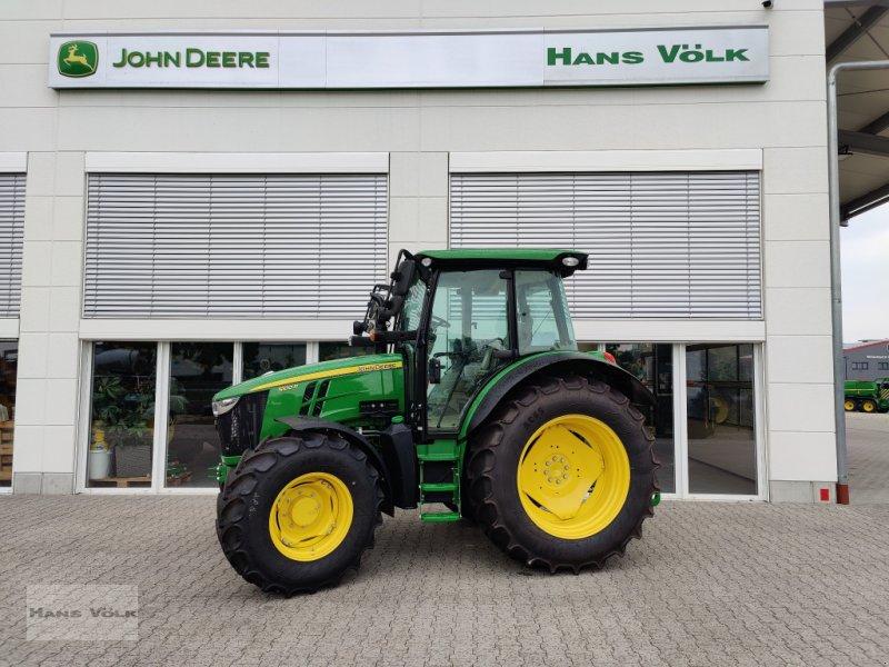 Traktor des Typs John Deere 5100 R, Neumaschine in Eching (Bild 1)
