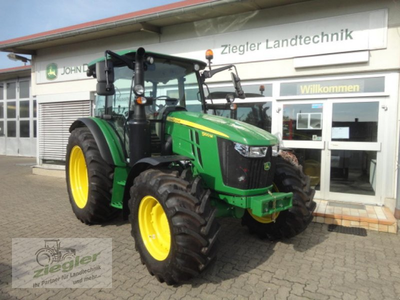 Traktor типа John Deere 5100M, Neumaschine в Kandern-Tannenkirch (Фотография 1)