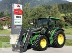 Traktor typu John Deere 5100M v Eben